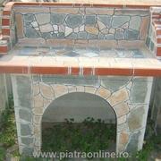 gratar gradina cu piatra decorativa