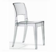 scaune colorate transparente