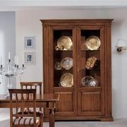 vitrina din lemn de lux